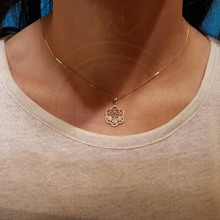 Chaine pendentif en Or 18 carats chic et très pratique